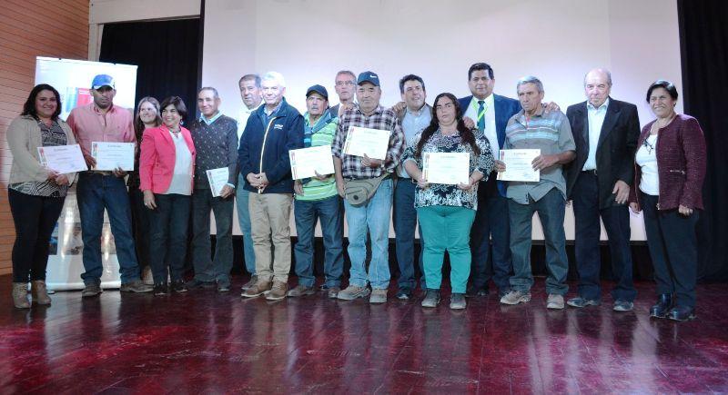 INDAP entregó incentivos a 117 campesinos de Santa María