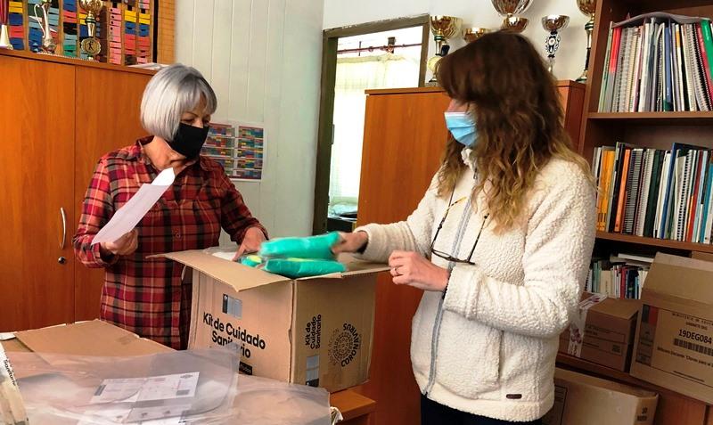 Establecimientos municipales recibieron aporte de kits sanitarios para docentes, asistentes de la educación y alumnos