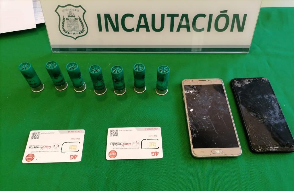 """Gendarmes incautan """"pelotazo"""" que contenía cartuchos de escopeta, drogas, celulares y una carta en CCP San Felipe"""